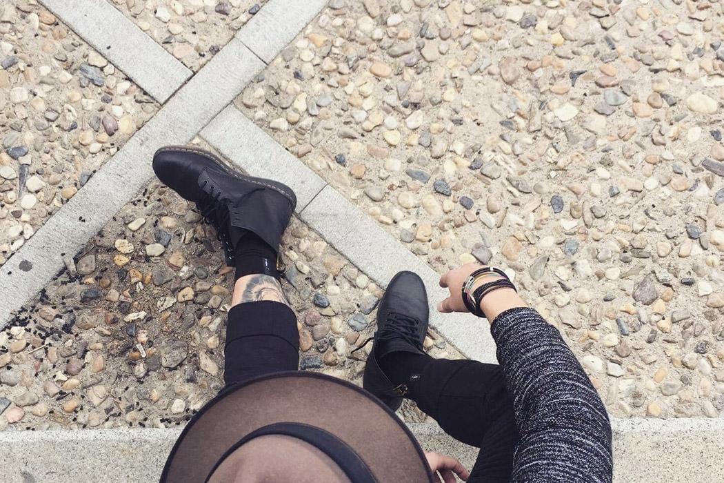 black_01-1050x700